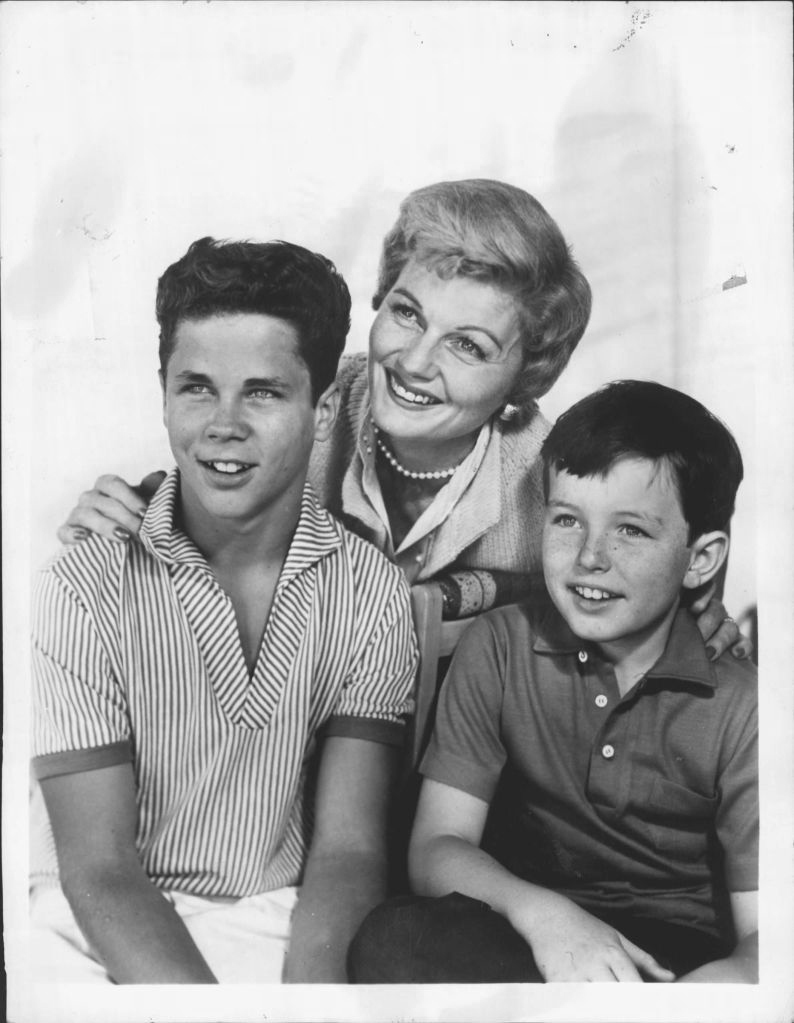 "(Barbara Billingsley, Tony Dow and Jerry Mathers, ""Leave It to Beaver"" -- public domain) On Air: Thursdays, 9-9:30 PM, EDT. ""Beaver"" Trio Barbara Billingsley, who stars as Mrs. Cleaver, poses with television sons Tony Dow (Wally) left, and Jerry Mathers (Beaver) on the set of ABC-TV's ""Leave It to Beaver"" Thursdays, 9-9:30 PM, EDT."