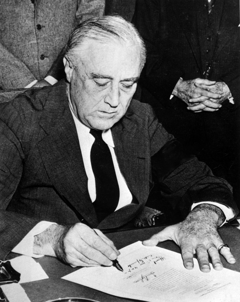 FDR signing declaration of war