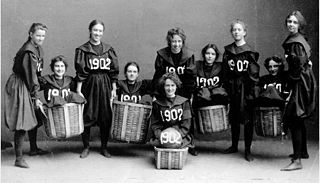 Smith College Class of 1902 basketball team (photo from Wikimedia Commons)